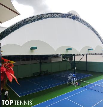 thi cong san tennis moi